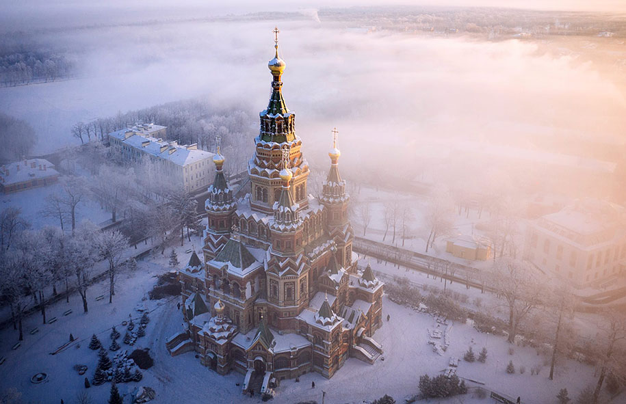 St. Peter & Paul Cathedral, Petergof (© Amos Chapple)