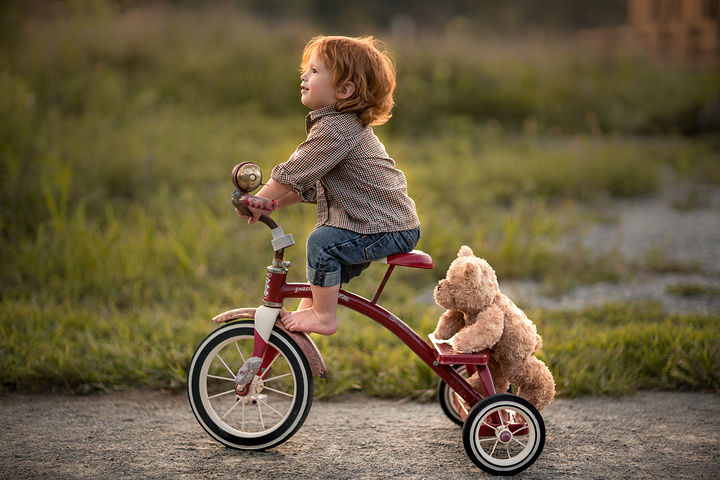 Hitching a Ride (© Adrian C. Murray)