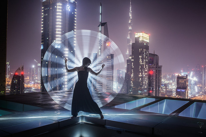 Light painting in Dubai (© Eric Paré)