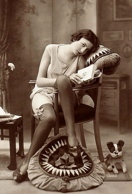 Lady with Book (© Flickr uživatel PostMan)