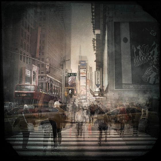 Crossing at West 42nd Street (© Christopher Tamas Kovacs)